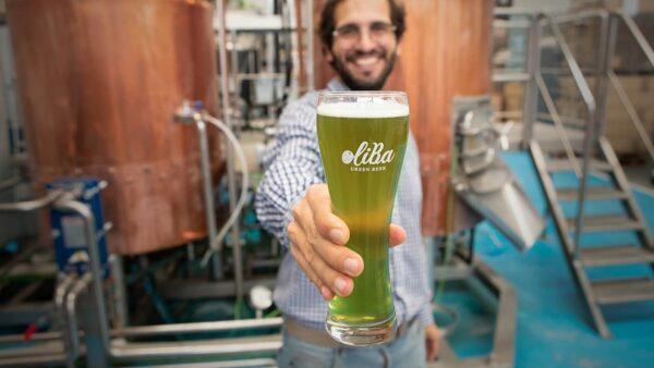 Από ελιά η πρώτη πράσινη μπύρα στον κόσμο
