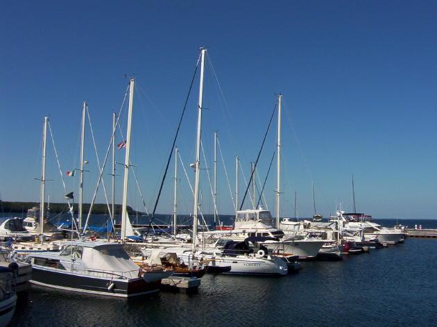 http://www.koupoukis.gr/wp-content/uploads/HLIC/www.yachtharborshores.com/pictures/YachtWorksMarina.jpg